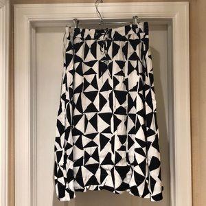 Ann Taylor black and white print skirt